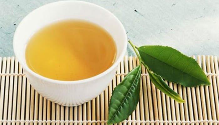 Uống thuốc cùng nước trà được không?