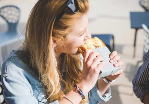 Người bị viêm đại tràng có nên ăn bánh mì không?