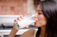 Người viêm đại tràng uống sữa được không?
