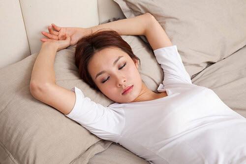 Các tư thế nằm ngủ cho người bị thoát vị đĩa đệm