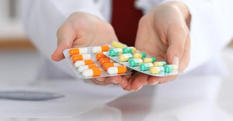 Dùng thuốc Tây chữa thoái hóa khớp gối