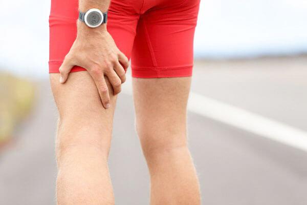 Đau lưng lan xuống mông và chân