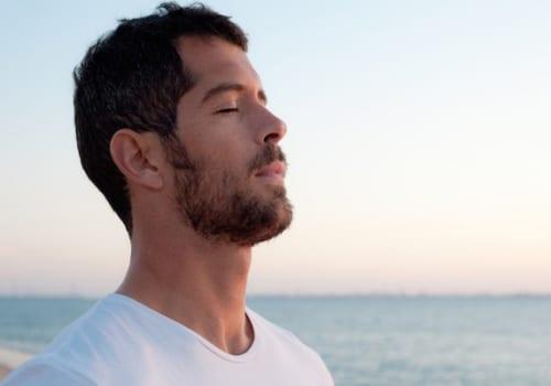 Hít thở sau bị đau lưng là triệu chứng của bệnh gì?