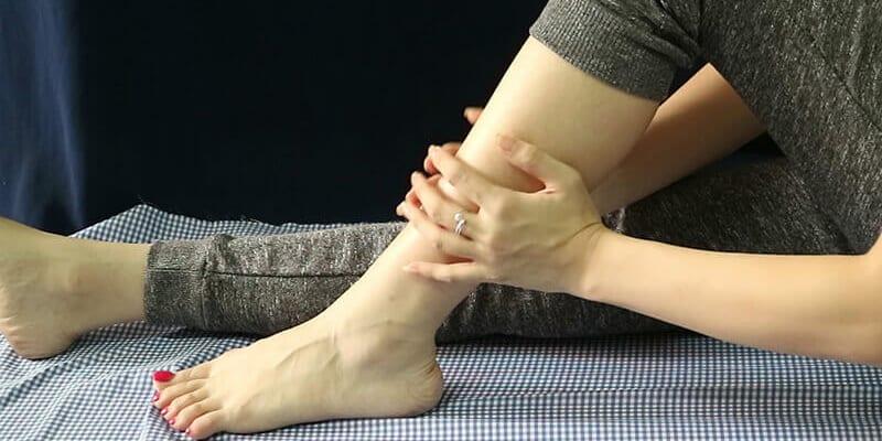 Bị đau bắp chân khi ngủ hoặc thức dậy