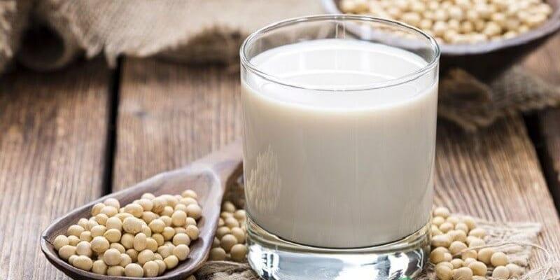 Sữa đậu nành tốt cho người thoái hóa cột sống