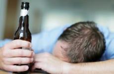 Uống rượu bị đau lưng