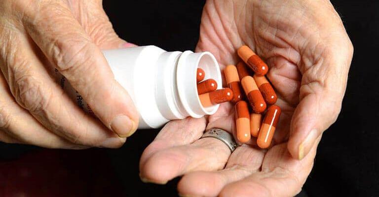 Khô khớp gối nên uống thuốc gì?
