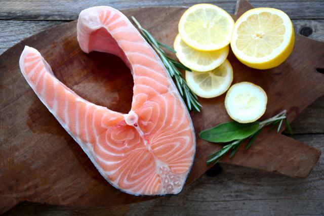 Người bệnh thận yếu nên ăn các loại cá béo