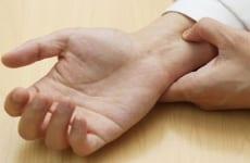 Cách bấm cổ tay chữa xuất tinh sớm có hiệu quả không?