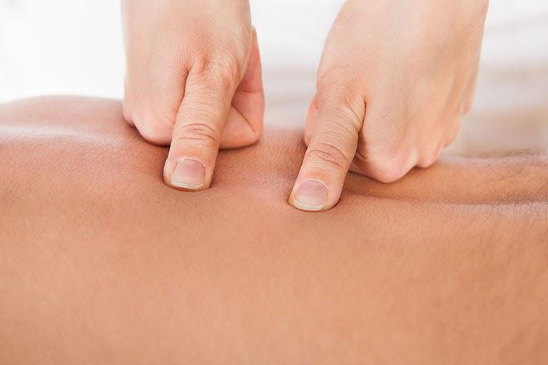 Bấm huyệt ở vùng thắt lưng chữa liệt dương hiệu quả