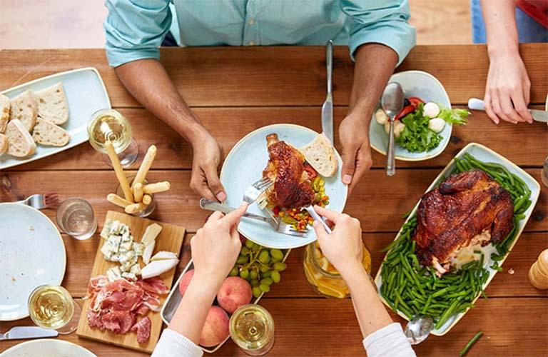 Người bệnh đau dạ dày ăn thịt gà được không?