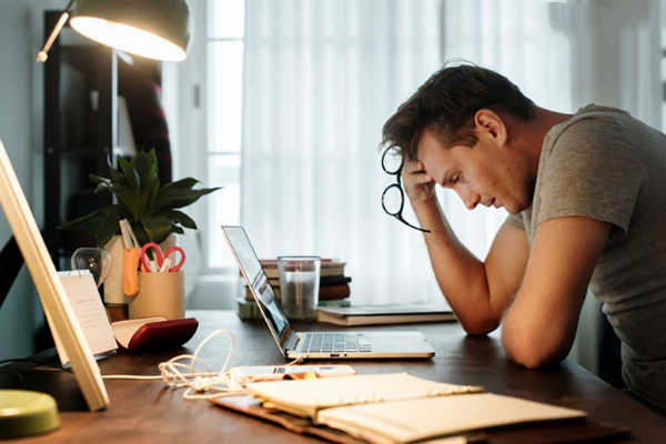Stress kéo dài có thể gây nóng rát dạ dày