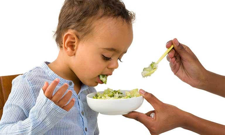 Phòng tránh trào ngược dạ dày ở trẻ em cha mẹ cần chú ý