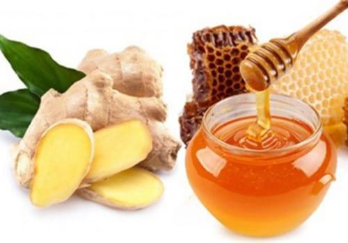 Ngậm gừng hấp mật ong chữa viêm họng