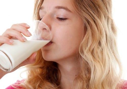 Một số lưu ý cho người bệnh xuất huyết dạ dày khi uống sữa