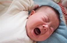 Trẻ sơ sinh bị viêm họng nguyên nhân do đâu?